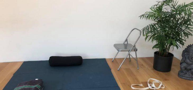1ere vidéo : postures debout et autres, 30′ maxi